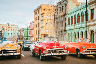 Cuba Retro Cars in Havana Wallpaper for 1366x768