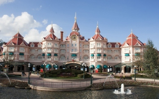 Free Disneyland Paris Castle Hotel Picture for 640x480