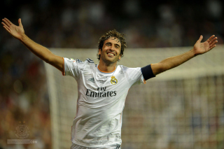 Free Raul Gonzalez Real Madrid Picture for 1400x1050