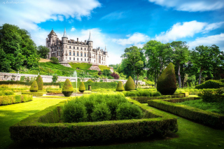 Dunrobin Castle in Scotland Background for Android, iPhone and iPad