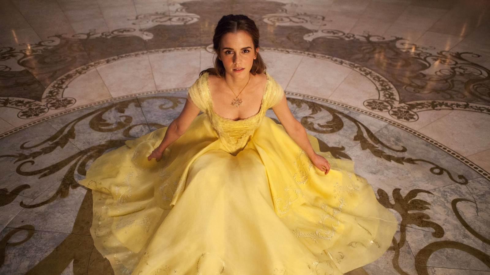 Emma Watson in Beauty and the Beast screenshot #1 1600x900