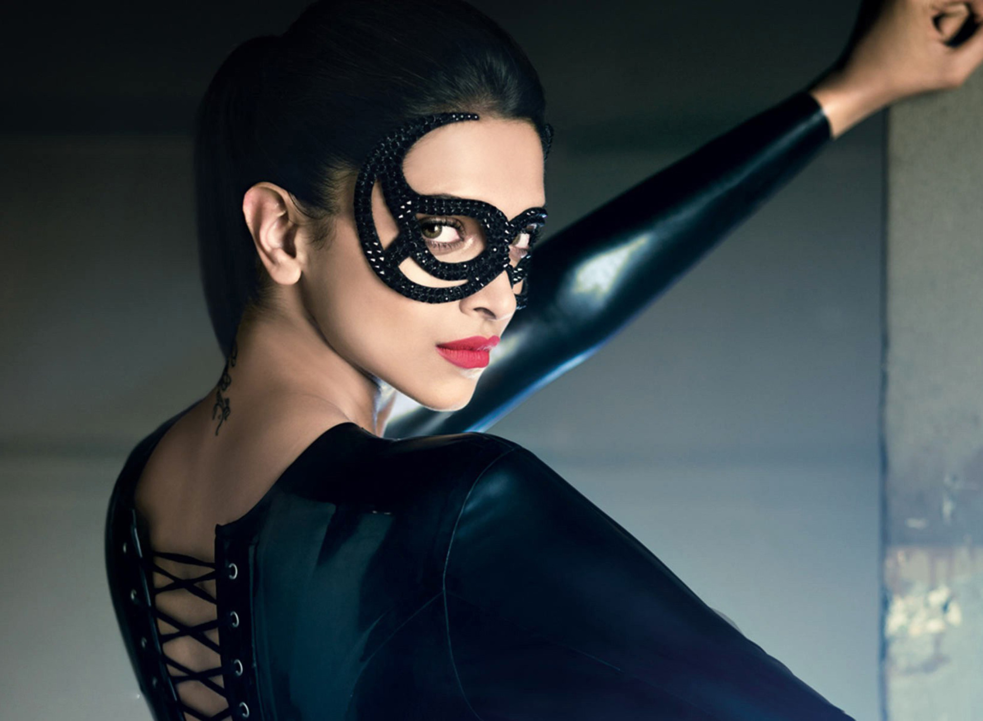 Screenshot №1 pro téma Deepika Padukone in Mask 1920x1408