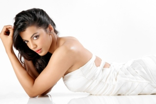 Mugdha Godse Background for Samsung Galaxy Ace 4