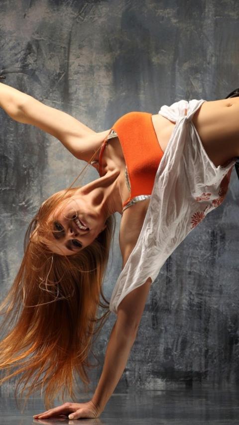 Девушка рыжая танцы загрузить