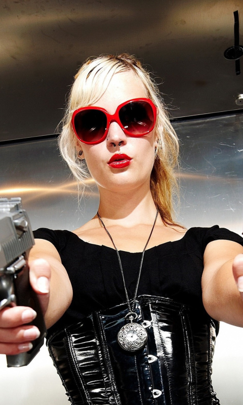 Screenshot №1 pro téma Blonde girl with pistols 480x800