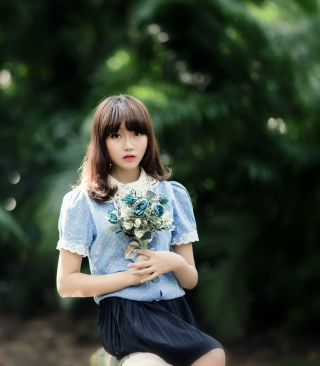 Cute Asian Model With Flower Bouquet sfondi gratuiti per iPhone 6