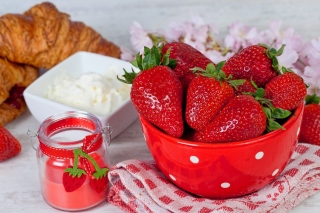 Free Strawberry and Jam Picture for Samsung I9080 Galaxy Grand