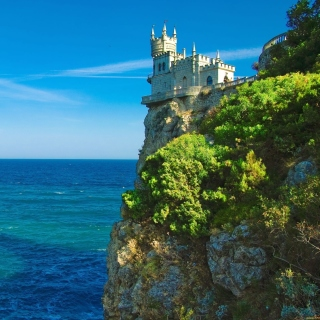 Swallows Nest Castle near Yalta Crimea Wallpaper for iPad mini 2