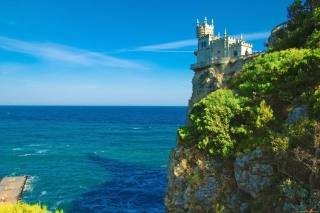 Swallows Nest Castle near Yalta Crimea Background for Samsung Galaxy S5
