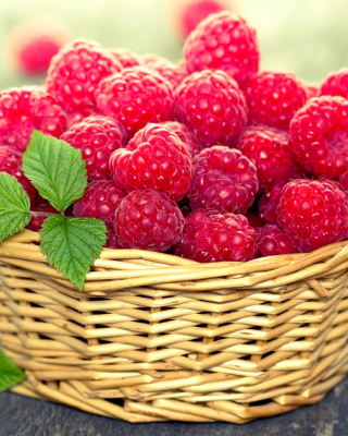 Basket with raspberries sfondi gratuiti per Nokia 5800 XpressMusic