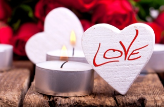 Free Love Heart And Candles Picture for Android, iPhone and iPad