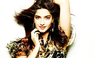 Actress Sonam Kapoor Picture for Android, iPhone and iPad
