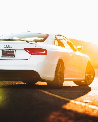 Audi RS 5 sfondi gratuiti per iPhone 6 Plus