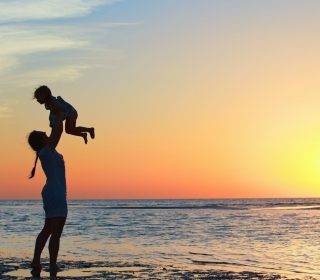 Mother And Child On Beach - Fondos de pantalla gratis para iPad 2