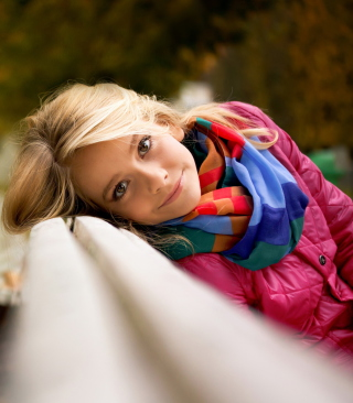 Cute Blonde Girl At Walk In Park - Fondos de pantalla gratis para Nokia Asha 309