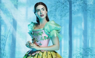 Lilly Collins As Snow White - Obrázkek zdarma