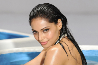 Free Bipasha Basu Picture for Android, iPhone and iPad