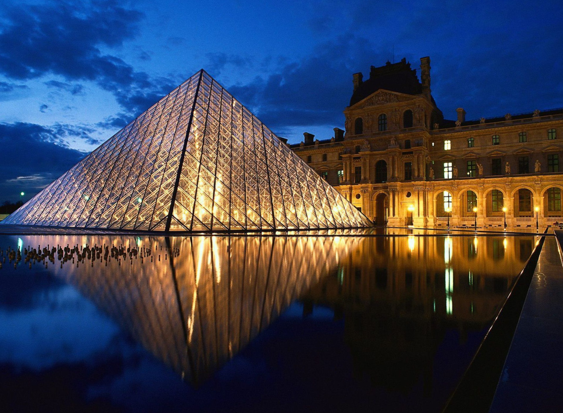 Screenshot №1 pro téma Pyramid at Louvre Museum - Paris 1920x1408