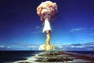 Free Nuclear Explosion Picture for HTC Desire HD