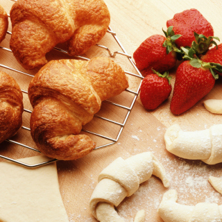 Croissants And Strawberries papel de parede para celular para 1024x1024