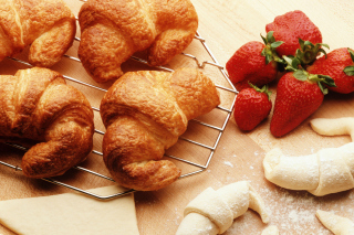Croissants And Strawberries papel de parede para celular
