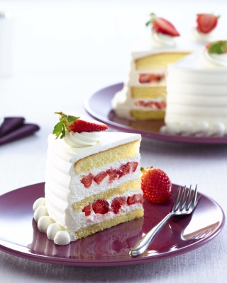 Fresh Strawberry Cake Picture for Nokia Asha 306