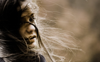 Beautiful Girl With Windy Hair - Fondos de pantalla gratis