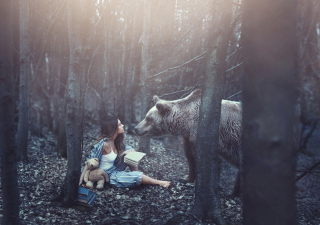 Girl And Two Bears In Forest By Rosie Hardy Photographer sfondi gratuiti per cellulari Android, iPhone, iPad e desktop