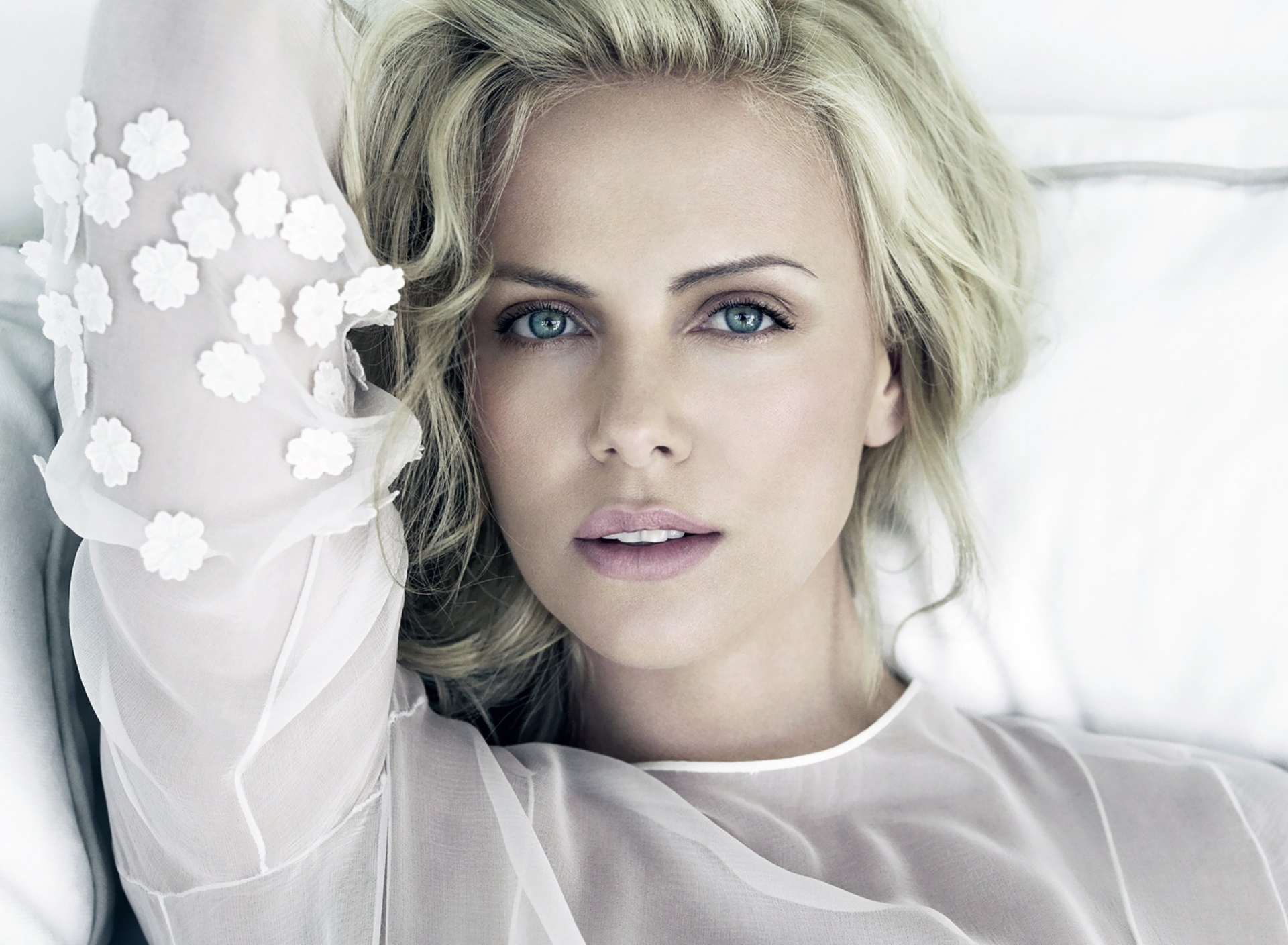 Charlize Theron screenshot #1 1920x1408