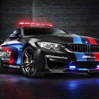 Обои BMW M4 Coupe Police на iPad mini 2