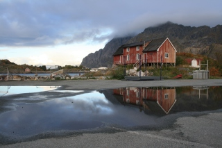 Kostenloses Norway City Lofoten with Puddles Wallpaper für Android, iPhone und iPad