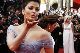 Free Aishwarya Rai At Cannes Picture for Sony Xperia M