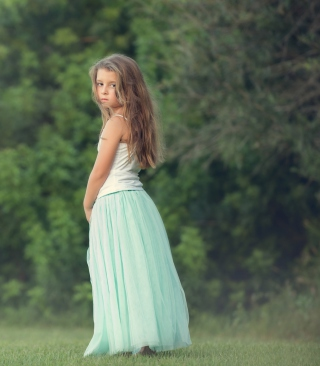 Pretty Child In Long Blue Skirt sfondi gratuiti per Nokia 5800 XpressMusic