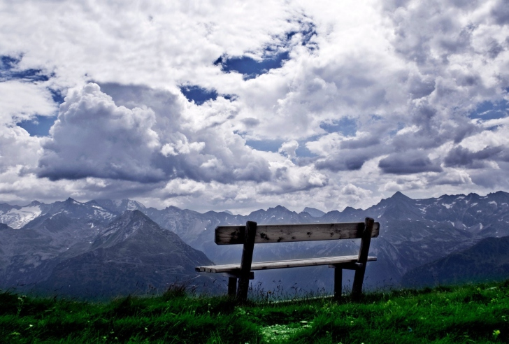 Sfondi Bench On Top Of Mountain