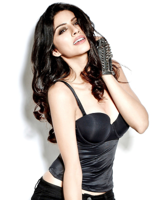 Free Sapna Pabbi Picture for Nokia Asha 306