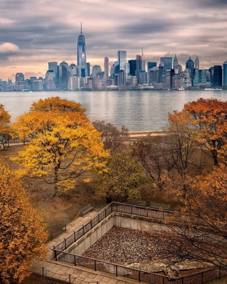 Manhattan Autumn Background for Nokia Asha 306