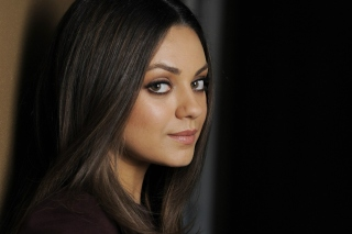 Mila Kunis Magazine Foto Background for Android, iPhone and iPad