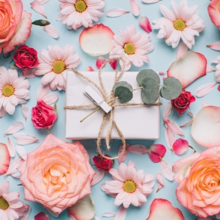 Gift and Roses sfondi gratuiti per iPad mini