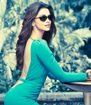 Free Deepika Padukone Picture for 240x320