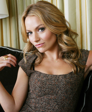 Free Becki Newton Picture for 640x1136