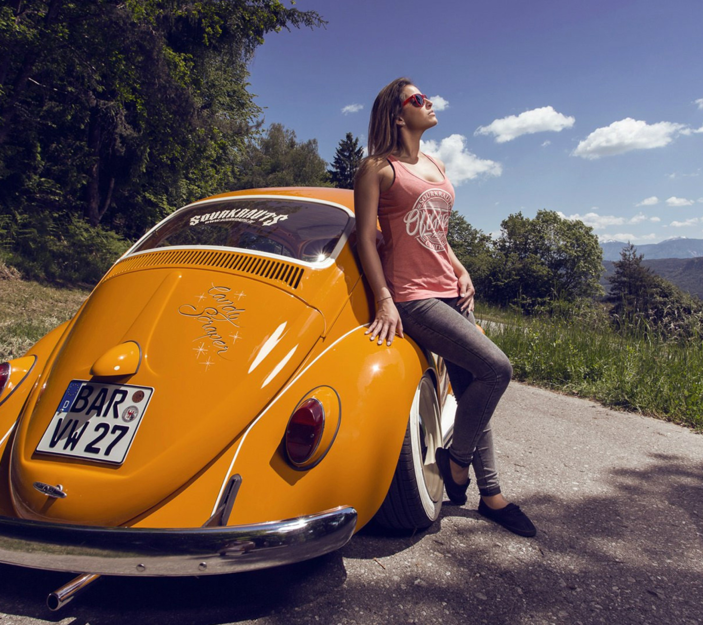 Sfondi Girl with Volkswagen Beetle 1440x1280