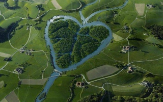 Heartshaped River North Dakota Background for Android, iPhone and iPad