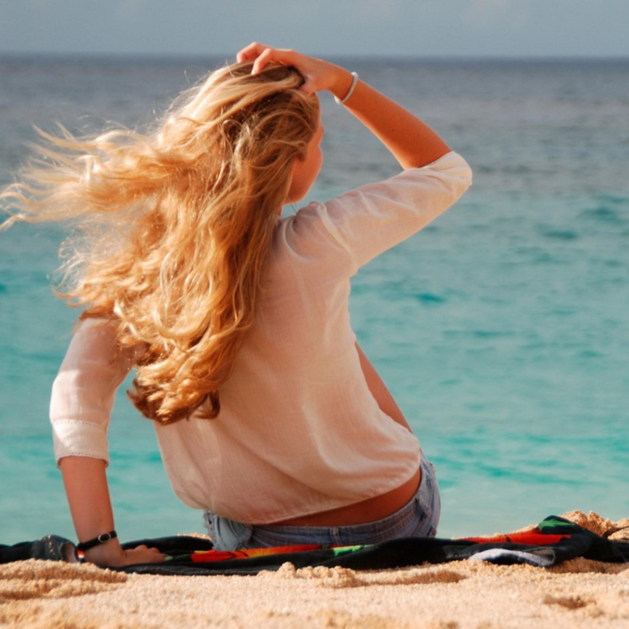 Картинки блондинок спиной на море