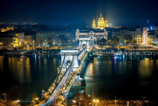 Budapest At Night Background for Android, iPhone and iPad