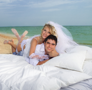 Just Married On Beach - Fondos de pantalla gratis para 1024x1024