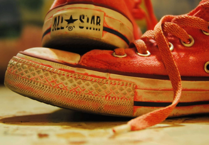 Red Converse All Star wallpaper