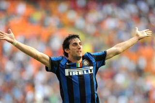 Free Diego Alberto Milito Picture for Android, iPhone and iPad