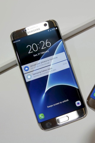 Screenshot №1 pro téma Samsung Galaxy S7 Edge vs Samsung Galaxy J7 320x480