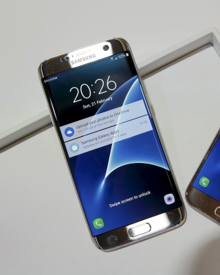 Samsung Galaxy S7 Edge vs Samsung Galaxy J7 Picture for 480x800
