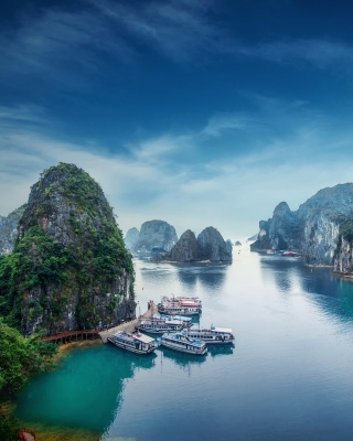 Hạ Long Bay Vietnam Attractions Wallpaper for 320x480